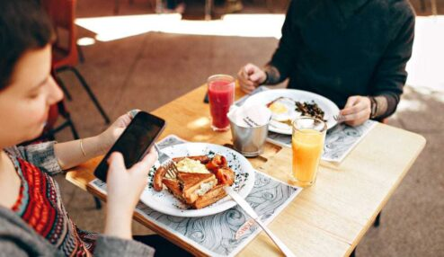 cell phone use during meals